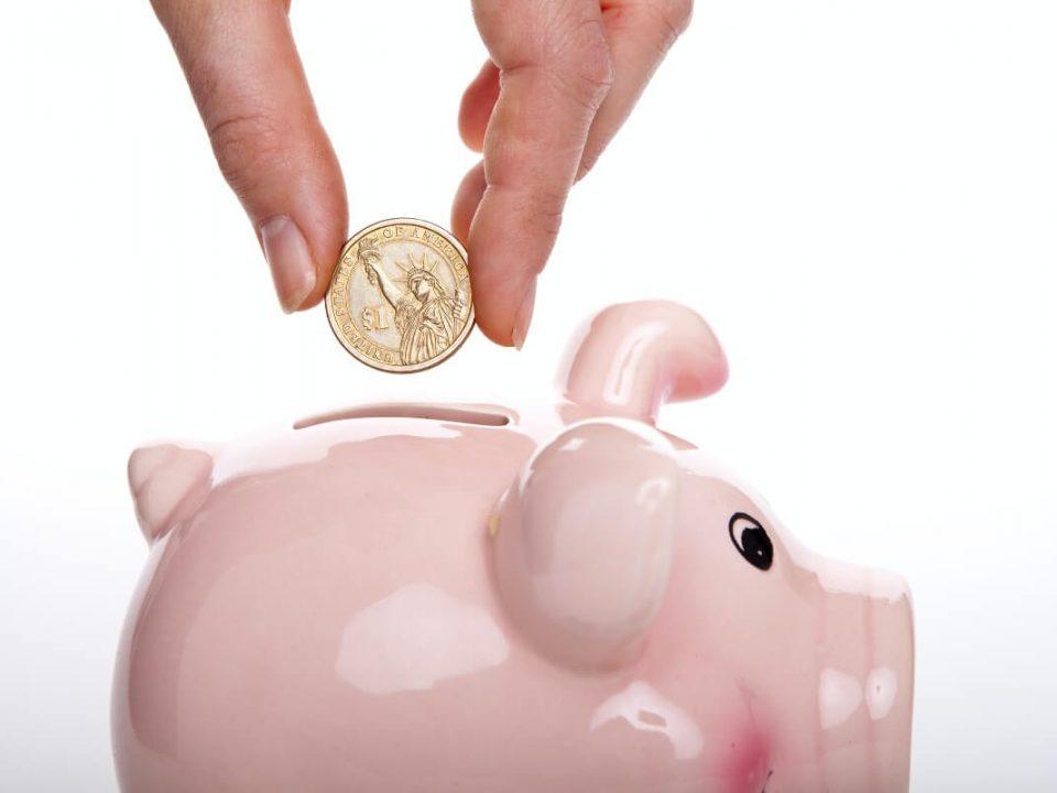 UKDS blog top tips on student budgeting september piggy bank